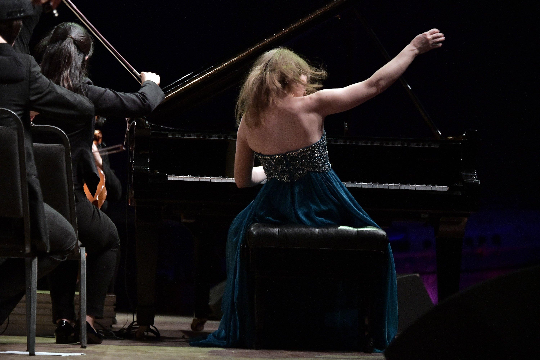 Anna Fedorova performing Rachmaninoff at Audiotorio Araujo Vianna