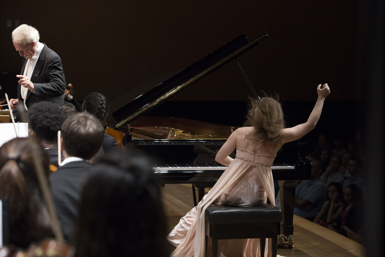 Anna Fedorova performing Rachmaninoff's Piano Concerto no. 2 in Belo Horizonte's Minas Tênis Clube