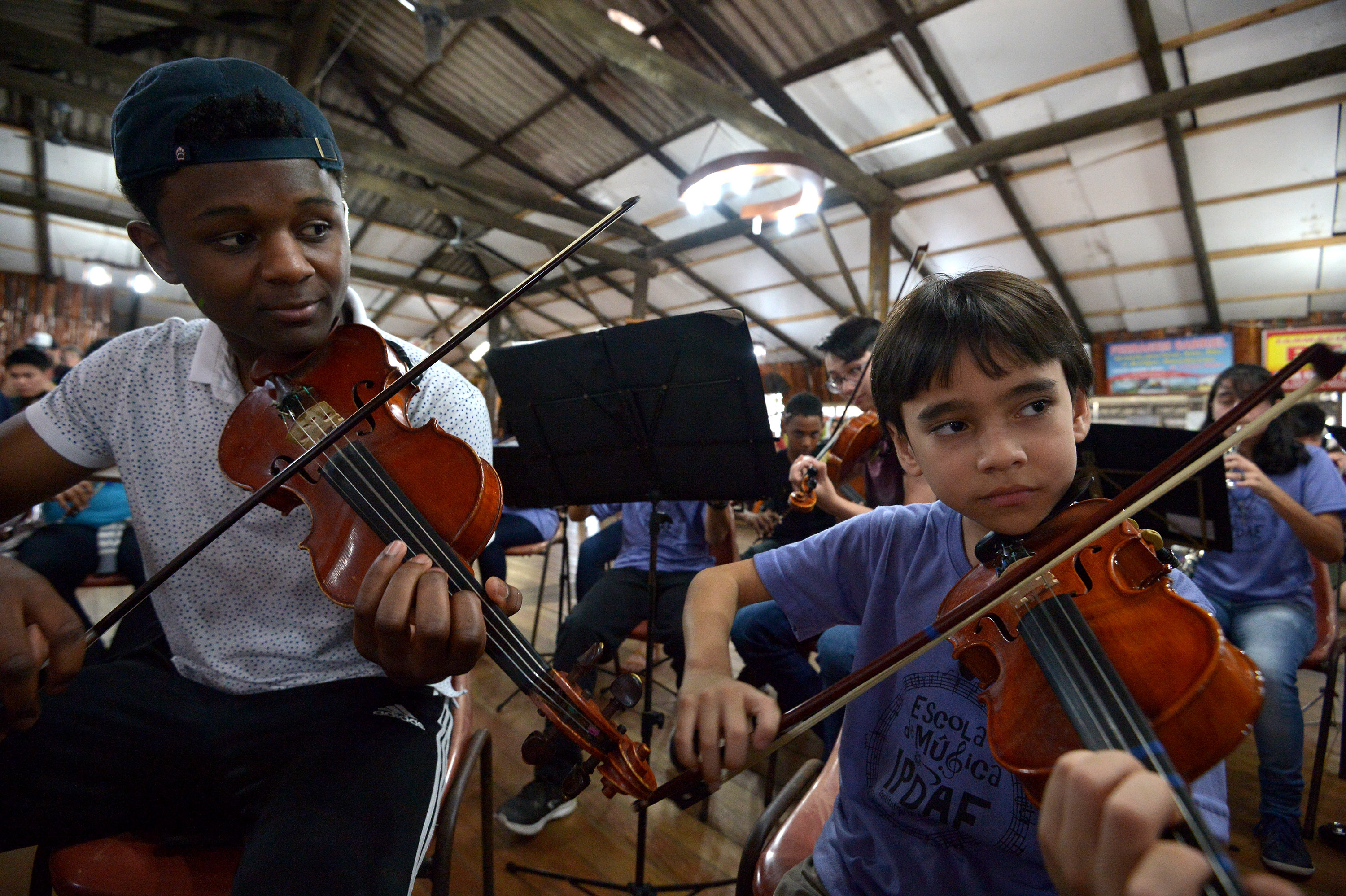 BPYO violinist Kerby Roberson with an eight-year-old colleague in Porto Alegre