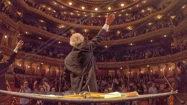 Final bows (and waves) in Rio de Janeiro's Theatro Municipal